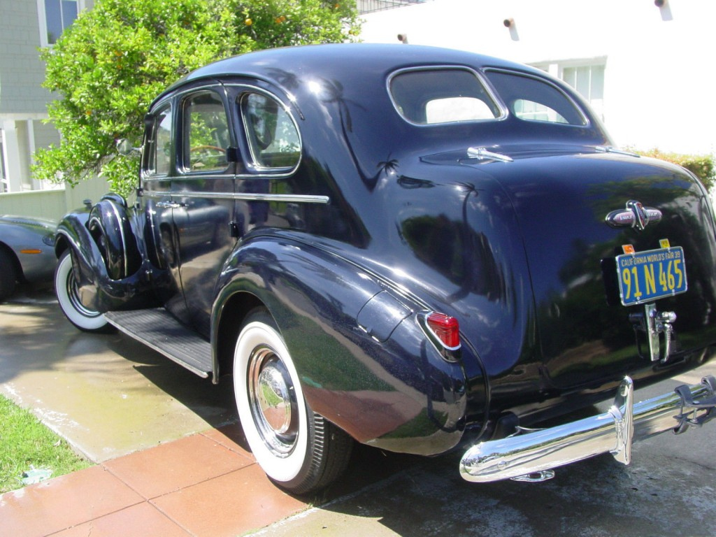 "1939 Buick Roadmaster Model 81, 4 door Sedan, ""Trunkback"""